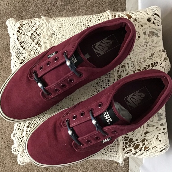 VANS classic sneaker/loafer. low top size 11